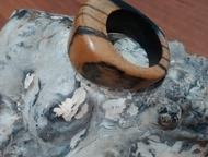 Ачинск: перстни, кольца из экзотических пород дерева Перстень ручной работы. Перстень из лунного эбена. Бледно-лунный эбен – это коммерческая разновидность эб
