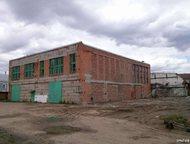 Отдельно стоящее здание 1-этажное кирпичное здание. Состоит из 2-х частей:  - производственно-складское помещение площадью 719, 3 м2. Две кран-балки –, Кемерово - Коммерческая недвижимость