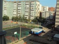Красноярск: 4 комнатная в Северном Просторная, очень теплая квартира окна на две стороны ( пластиковые), в сан. узле новые двери, заменили трубы, новая сан. техни