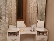 Спальный гарнитур Продам спальный гарнитур. Шкаф купе (все 3 створки зеркальные) , трельяж, кровать, 2 прикроватные тумбочки. Торг., Нижний Тагил - Мебель для спальни