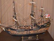 продам модель парусника Модель парусного корабля из дерева в масштабе 1:50 размером 100 х 85 х35 см. Отлично украсит интерьер кабинета или квартиры., Орск - Антиквариат, предметы искусства